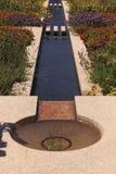Fontaine d'eau attrayante Photographie stock libre de droits