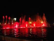 fontaine d'eau avec des lumières et la musique image libre de droits