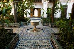 Fontaine d'eau Bahia Palace - à Marrakech - le Maroc image libre de droits
