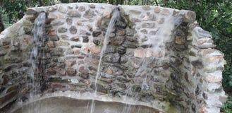 Fontaine d'eau dans Itamatamirim Ciry, Pernambuco, Brésil image stock