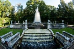 Fontaine d'eau de vintage en parc public photo stock