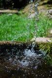 Fontaine d'eau en parc photo libre de droits