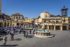 Fontaine d'eau en Rhodes Old Town, Grèce Photos stock