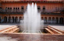 Fontaine d'eau Hawa Mahal, Jaipur Photos stock
