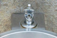 Fontaine d'eau potable d'acier inoxydable Photographie stock libre de droits