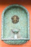 Fontaine d'eau romaine. image libre de droits