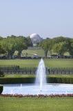Fontaine d'eau sur la pelouse du sud de la Maison Blanche  Images libres de droits