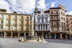 Fontaine d'EL Torico de Teruel dans la place de Carlos Castel de plaza Photo stock