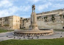 Fontaine d'harmonie devant le château de Charles V, Lecce Photos stock