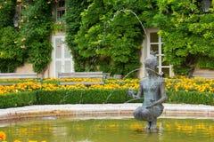 Fontaine dans des jardins de Mirabell Photographie stock