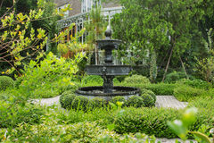 Fontaine dans un jardin anglais vert photo stock image for Conception jardin anglais