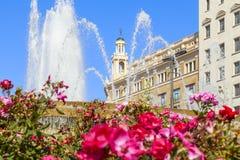 Fontaine dans la place de la Catalogne Photos libres de droits