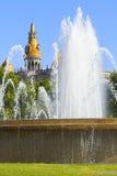 Fontaine dans la place de la Catalogne Photographie stock libre de droits