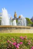 Fontaine dans la place de la Catalogne Photographie stock