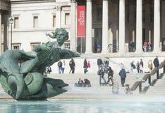 Fontaine dans la place de Trafalgar images stock