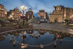 Fontaine dans la place Kiev de l'indépendance photo stock