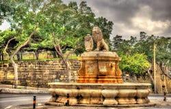 Fontaine dans la ville de Floriana Photos libres de droits