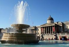 Fontaine dans le grand dos de Trafalgar photographie stock libre de droits