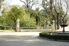 Fontaine dans le jardin de Séville Photo libre de droits