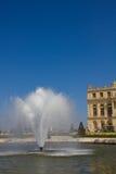 Fontaine dans le jardin de Versailles Photo libre de droits