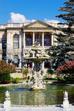 Fontaine dans le jardin du palais de Dolma Bahche, Turquie Photos libres de droits