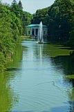 Fontaine dans le lac Photographie stock