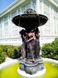 Fontaine dans le style néoclassique image libre de droits