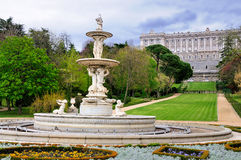 Fontaine dans les jardins de Royal Palace, Madrid Photos stock