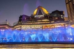 Fontaine de danse au bâtiment Thaïlande d'ICONSIAM image stock