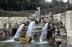 Fontaine de dauphin en parc de palais royal de Caserte Italie photos libres de droits
