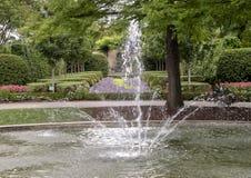 Fontaine de Fogelson à Dallas Arboretum et au jardin botanique photographie stock