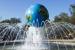 Fontaine de globe Volgograd, Russie photo libre de droits