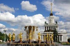 Fontaine de l'amitié des peuples au centre d'exposition à Moscou Photographie stock libre de droits