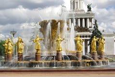 Fontaine de l'amitié des peuples au centre d'exposition à Moscou Photos stock