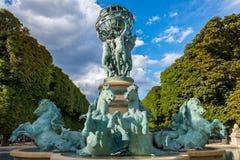 Fontaine de l'Observatoire en los jardines de Luxemburgo Imagen de archivo libre de regalías