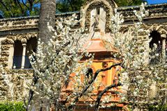 Fontaine de la renommée dans la galerie de Grutesco dans le vrai palais d'Alcazar en Séville, Espagne image libre de droits