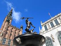 Fontaine de Neptune et hôtel de ville à Danzig - en Pologne Image libre de droits