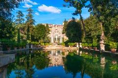 Fontaine de Neptune et organe en villa d Este dans Tivoli photographie stock