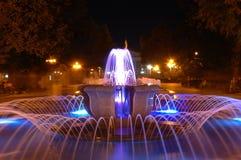 Fontaine de nuit Photos libres de droits