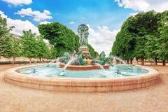 Fontaine de Observatoir près de jardin du luxembourgeois Image libre de droits