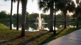 Fontaine de parc dans le printemps images libres de droits