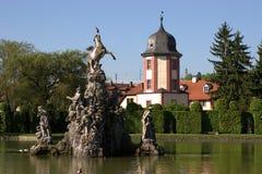 Fontaine de Pegasus avec la maison de l'eau photographie stock libre de droits