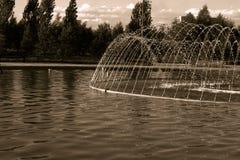 Fontaine de photo en parc Image libre de droits