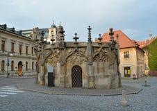Fontaine de pierre de Gotic dans Kutna Hora, République Tchèque Image libre de droits