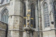 Fontaine de puits de Pilory à Mons, Belgique. images libres de droits