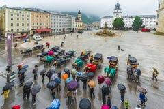 Fontaine de Residenzbrunnen sur Residenzplatz à Salzbourg, Autriche Photo stock
