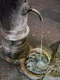 Fontaine de rue à Rome photos stock