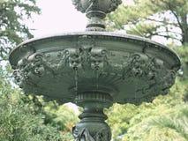 Fontaine de style de Grec classique avec des visages des anges Images stock