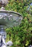 Fontaine de style de Grec classique avec des visages des anges Image stock
