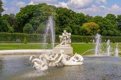 Fontaine de style romain au palais de belvédère photo stock